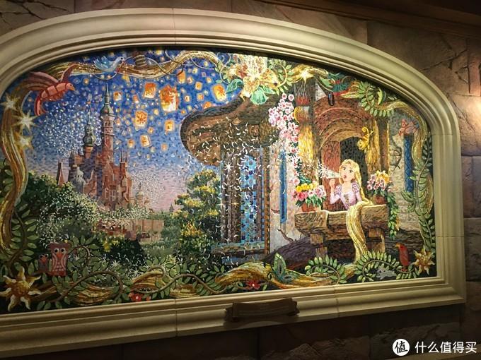 四幅壁画,有长发公主,公主与青蛙,冰雪奇缘、勇敢传说