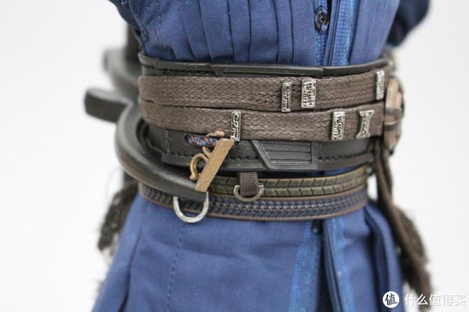 最小的玄戒则要卡在腰间的搭扣上