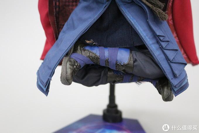 可动性方面还是OK的,能够轻松摆出盘腿造型