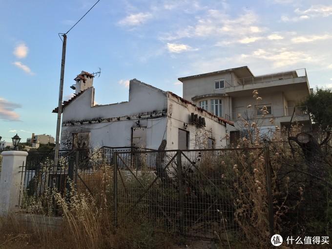 当然也有很多荒废的小房子