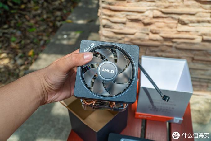 其性能不亚于市面上100-200元的散热器,风量足噪音低,它还将应用在3700X、3800x甚至3950x这些第三代锐龙处理器上