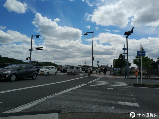 宇治城区看起来还挺旧的,但是人家空气好啊,这蓝天白云,多少年没见到过了。