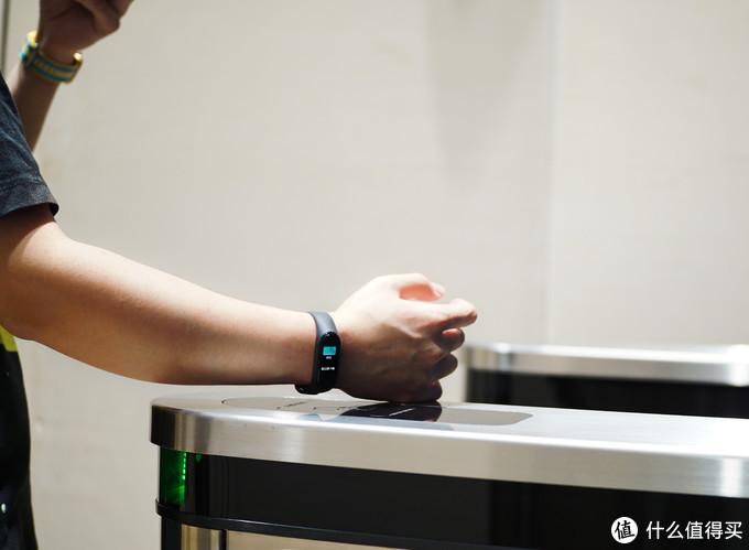 小米手环4 NFC版 想用这些牌,延续国民手环的头衔