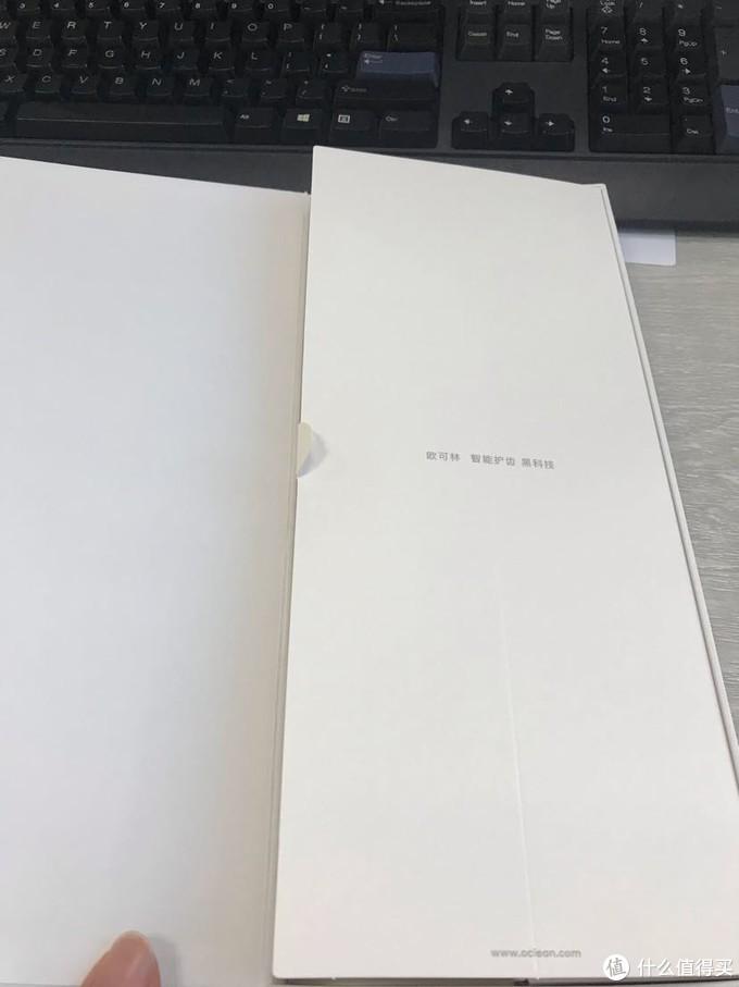 翻页式设计,有一种打开魅族手机盒的感觉