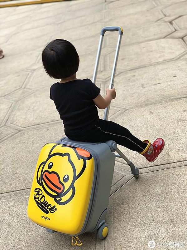 娃还可以这么溜?稚行 趣玩遛遛箱=溜娃车+行李箱,溜娃溜出大乐趣!