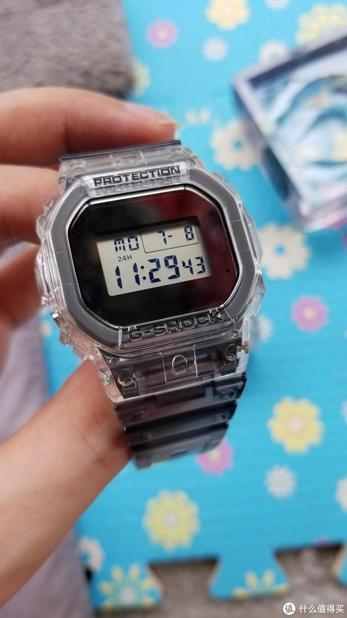买个玩具表,卡西欧 G-SHOCKSee thru冰韧系列DW-5600SK-1上手