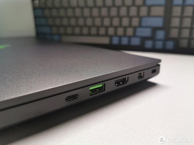 右侧接口,TypeC(不能充电),USB3.1,HDMI2.0,miniDP,最后那个是锁。