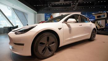 特斯拉 Model 3轿车外观展示(车身|把手|车门|造型|接口)