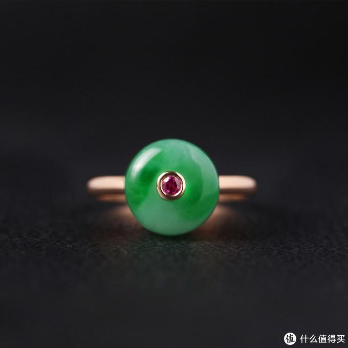 (翡翠平安扣戒指 图片来源于大松)