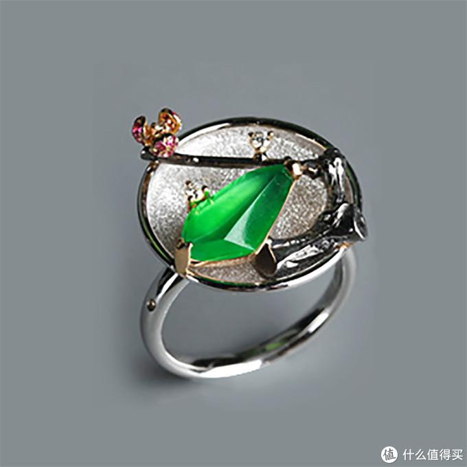 (翡翠新中式戒指 图片来源于网络)