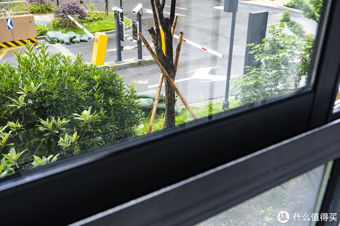 不用人工擦窗,用过才知是刚需 : 科沃斯 W880擦窗机器人新家清洁体验