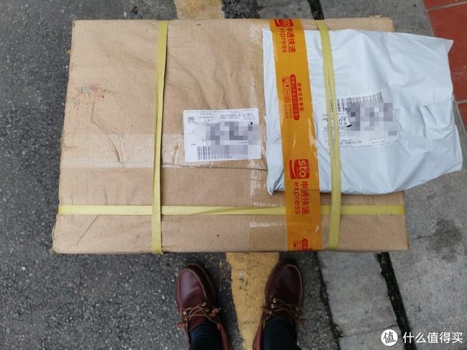 沉甸甸的一箱,起码二十多斤吧