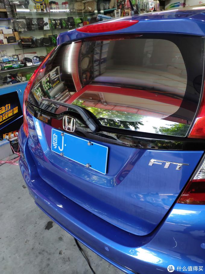 BDF NC20贴完外部反光效果很明显,车内看效果正常