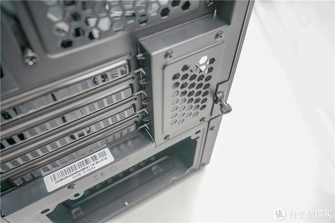 女王桌面2.0—9700K+ASRock钢铁传奇Z390+酷冷NR600、冰神B240 ARGB+赛睿吃鸡限定版装机