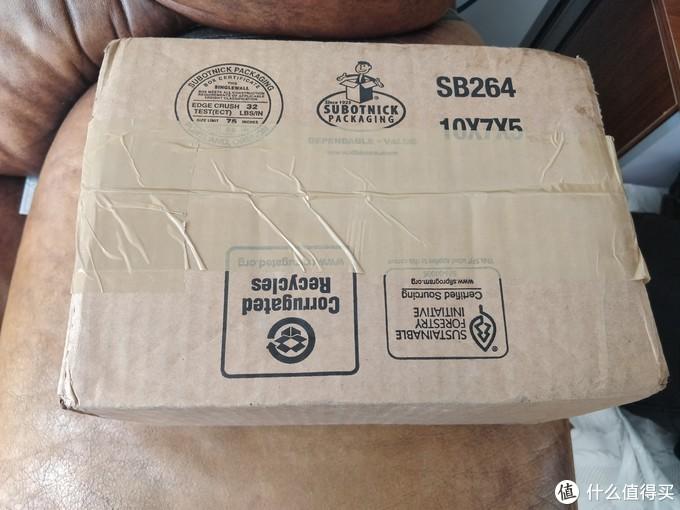 这么个盒子发过来,应该是转运中国给包装的,REI是不会这么好心用盒子的。