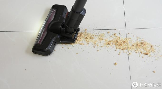 我在地上洒了一些过期的五谷杂粮,吸尘器也是一次性吸走。