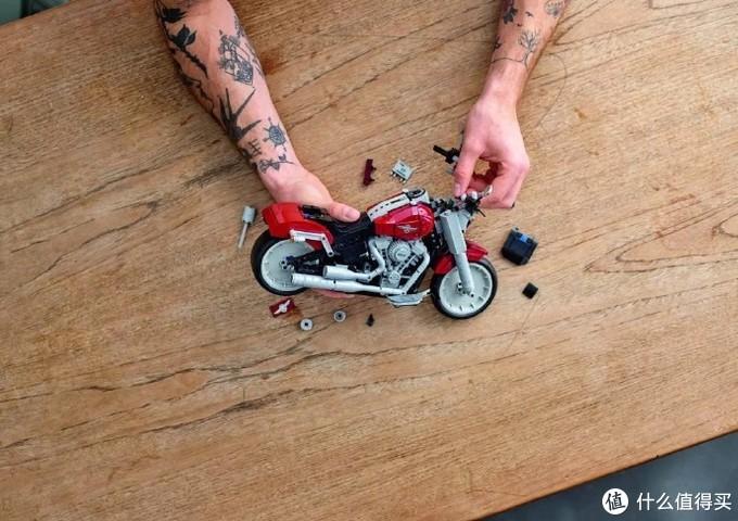 欢迎来到乐高世界:哈雷戴维森联名乐高推出摩托车模型