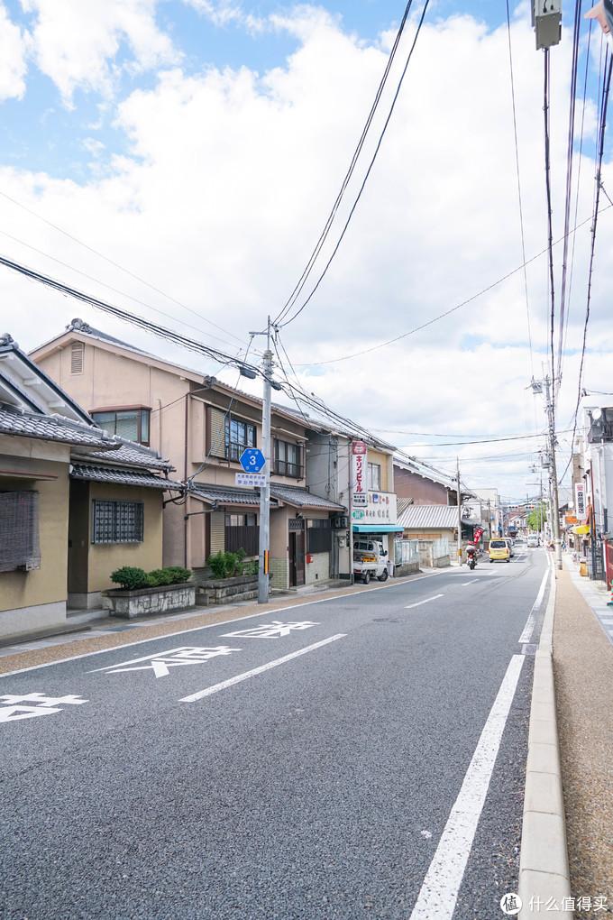 京都和京都周边的小城市大部分都是这样,古朴,干净,特别适合喜欢溜马路的我。