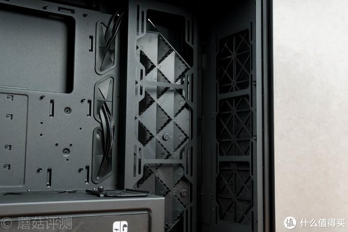 外观酷炫散热强、用料精致空间大——九州风神魔方550全塔机箱