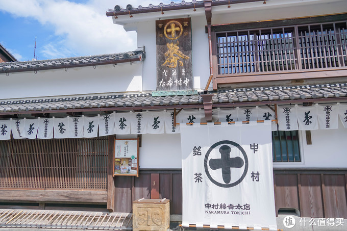 到了中村藤吉本店,表参道的店主营冰淇淋,这家主要是一些茶点和包装礼品,略贵。