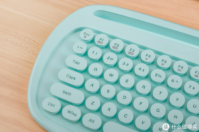 有线无线两相宜,女性向富德卡洛琳娜双模键盘