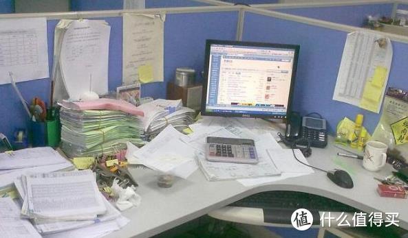 我的各种便利贴的办公桌