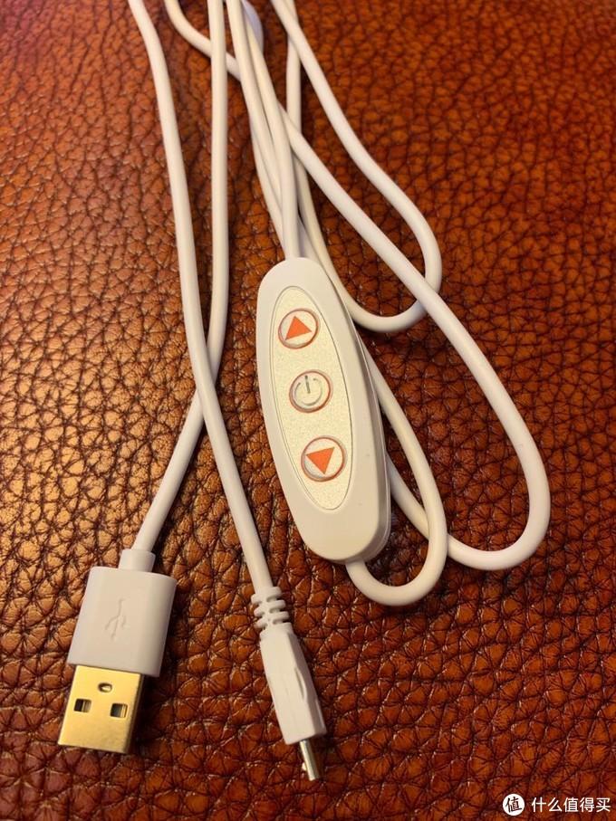 电源线大概有1.5米长,接头是Micro USB口,线控是按键式的。