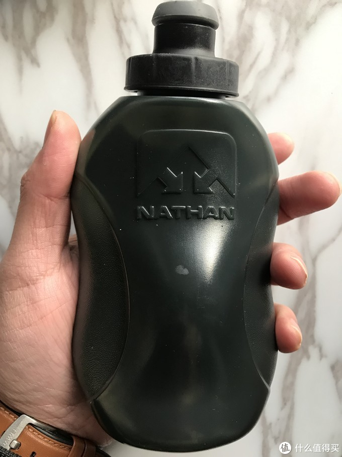 亚马逊清仓小收获——NATHAN 单手取放配355毫升水壶跑步腰带