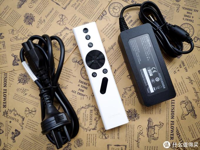 ▲▲ 配件简单,电源线(与显示器一样的)、蓝牙遥控
