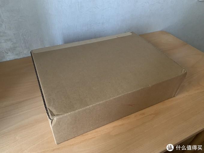 依然是很经典的牛皮纸包装,官网第一时间购买,竟然从成都发货而不是上海,承运商是EMS