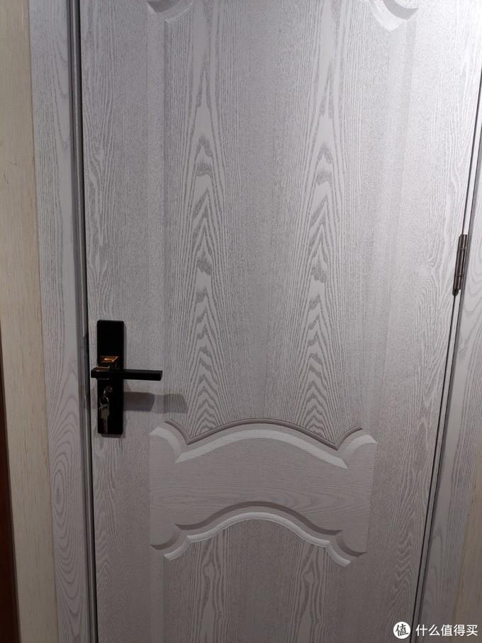 白门配的门锁