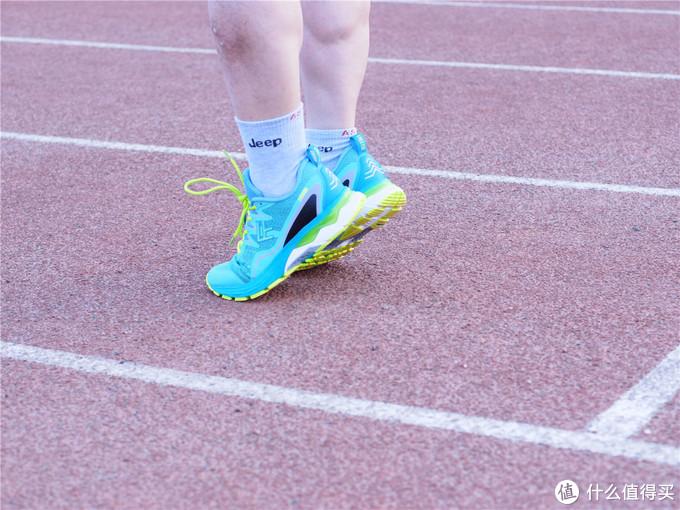 「超逸酷玩」穿上FREETIE专业稳定缓震跑步鞋一起运动起来