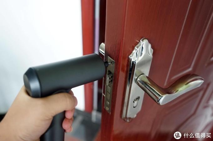米家电动螺丝刀体验:装智能锁男人都该拥有的工具!
