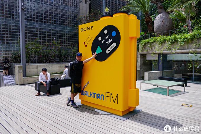 为了庆祝Walkman四十周年 索尼把经典Walkman全数搬到了银座中心