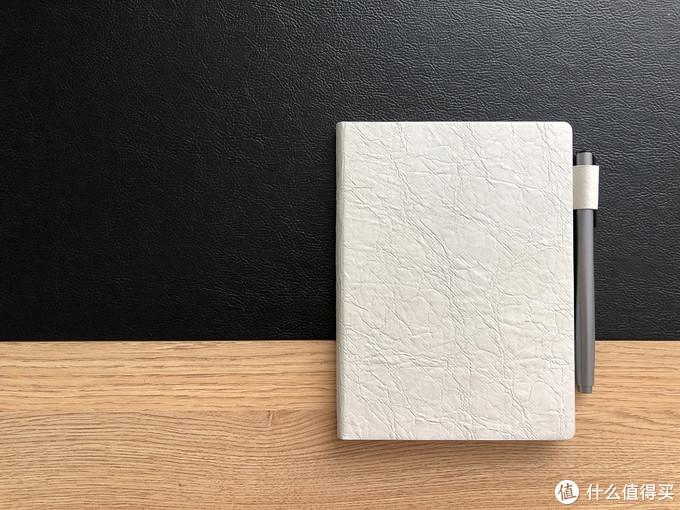 保护套质感强,自然纹理的确实像一本精致的笔记本。