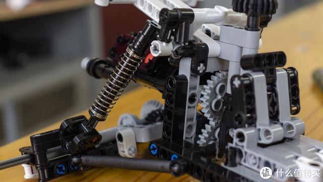 米兔机器人后再出爆款!小米沙漠赛车积木体验