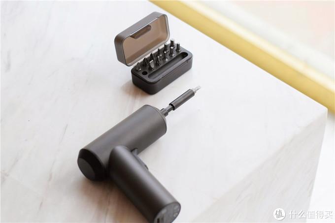 光头胖出境篇四:体验小米上新的米家电动螺丝刀3.6V,199元的售价,感觉很值