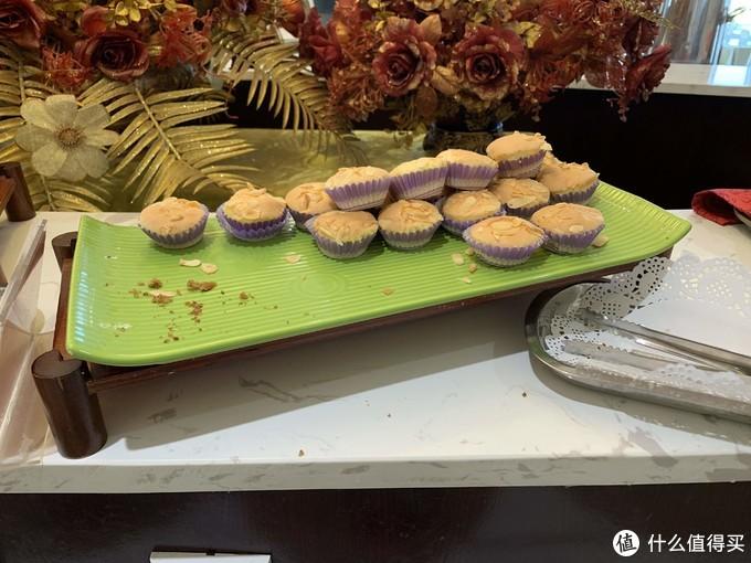 这个叫什么蛋糕,忘了,但是是咸口的,上面有一些瓜子仁,偏干!