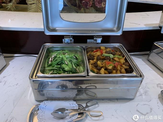 香菇油菜和土豆牛肉丸子