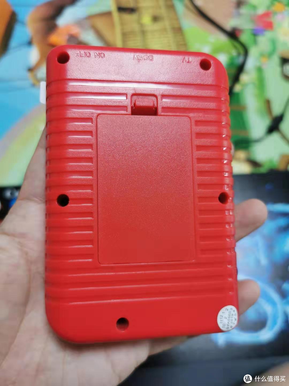 背面,打开是一个800毫安的电池,可充电