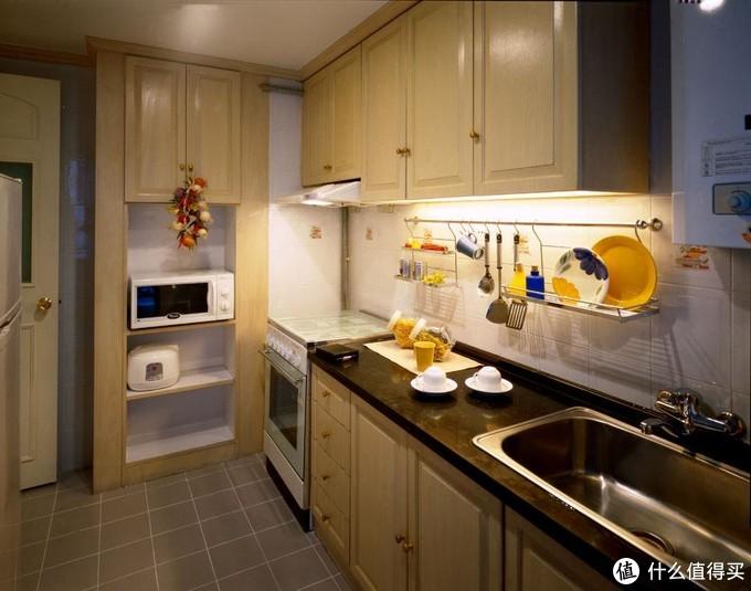 2.为厨电预留了空间,但是和业主沟通不足电器没按照预设的方案到时浪费空间而且不美观。