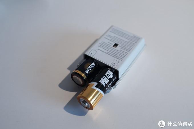 插入手柄电池盒