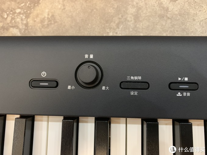 整个琴唯一的三个黑色按键