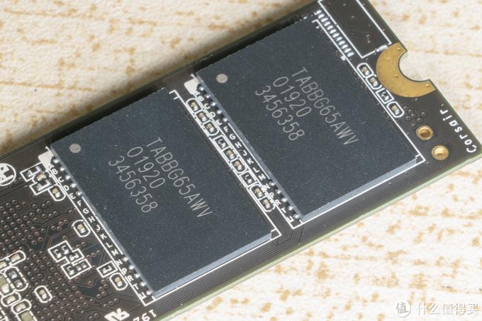 三块钱 1G 的 Gen4 固态硬盘到底有多快?海盗船 Force MP600 开箱评测