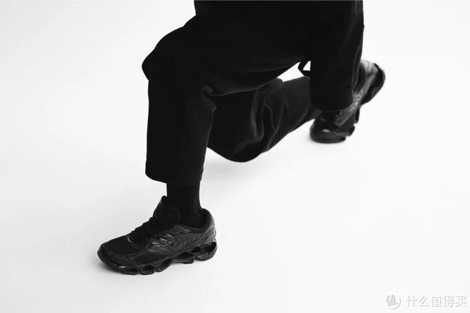 美津浓新鞋开始走暗黑机能风,耐克阿迪有危机了