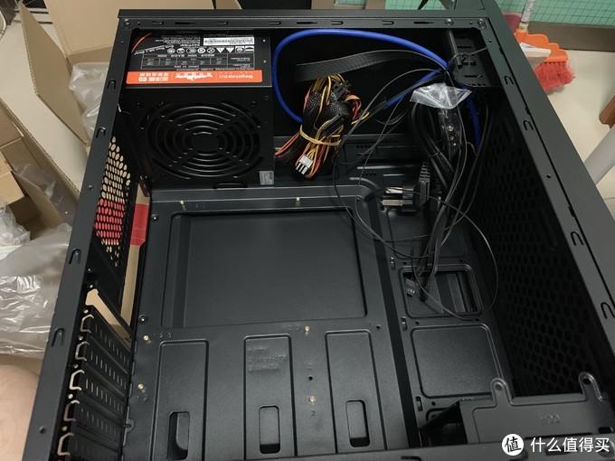机箱电源套装,电源在出厂的时候已经装上了