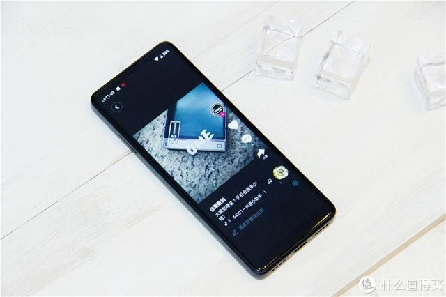 第一台智能备用手机,小米生态链多亲AI助手Qin 2体验