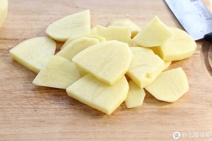 土豆这么做大人孩子都爱吃,超简单、零失败,就差没把盘底舔光了