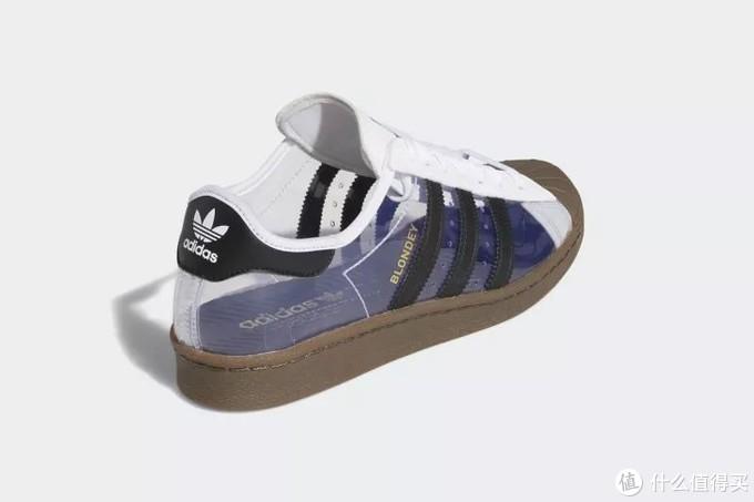 阿迪达斯和vans联名款的板鞋开始玩起了透明塑料材质