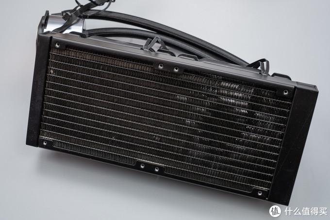 """让电脑主机拥有如同钢铁侠的够酷够冷静的反应堆""""心脏"""":乔思伯 光影240水冷散热器"""